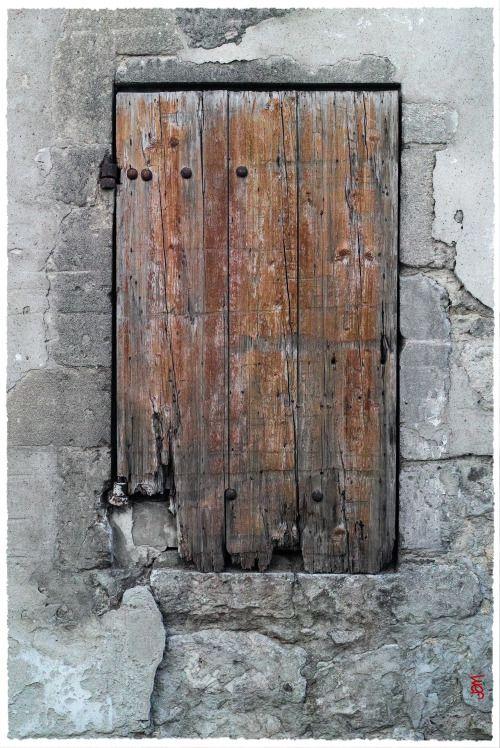 """jarrimimram:  """"Vieux volet bois, dans une ruelle proche des Arènes, à Arles.  """""""