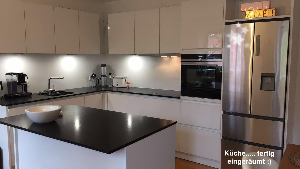 Küche weiß Granitplatte modern  Weisse küche, Küche, Granitplatten