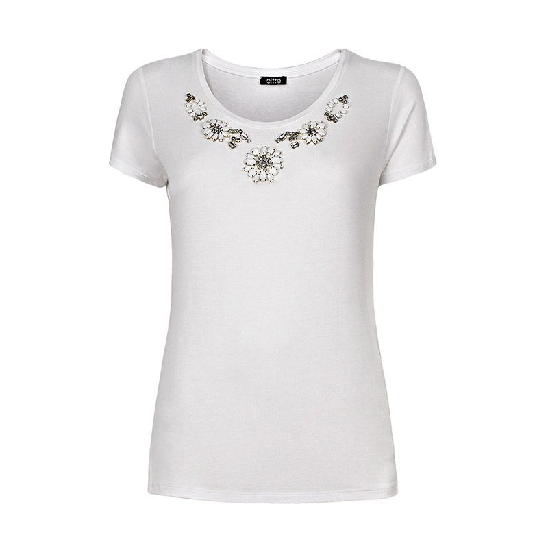 Total Look, Look 2 Spring 2014 | Oltre.com Style tips T-shirt in jersey optical white con pietre incastonate in tono.