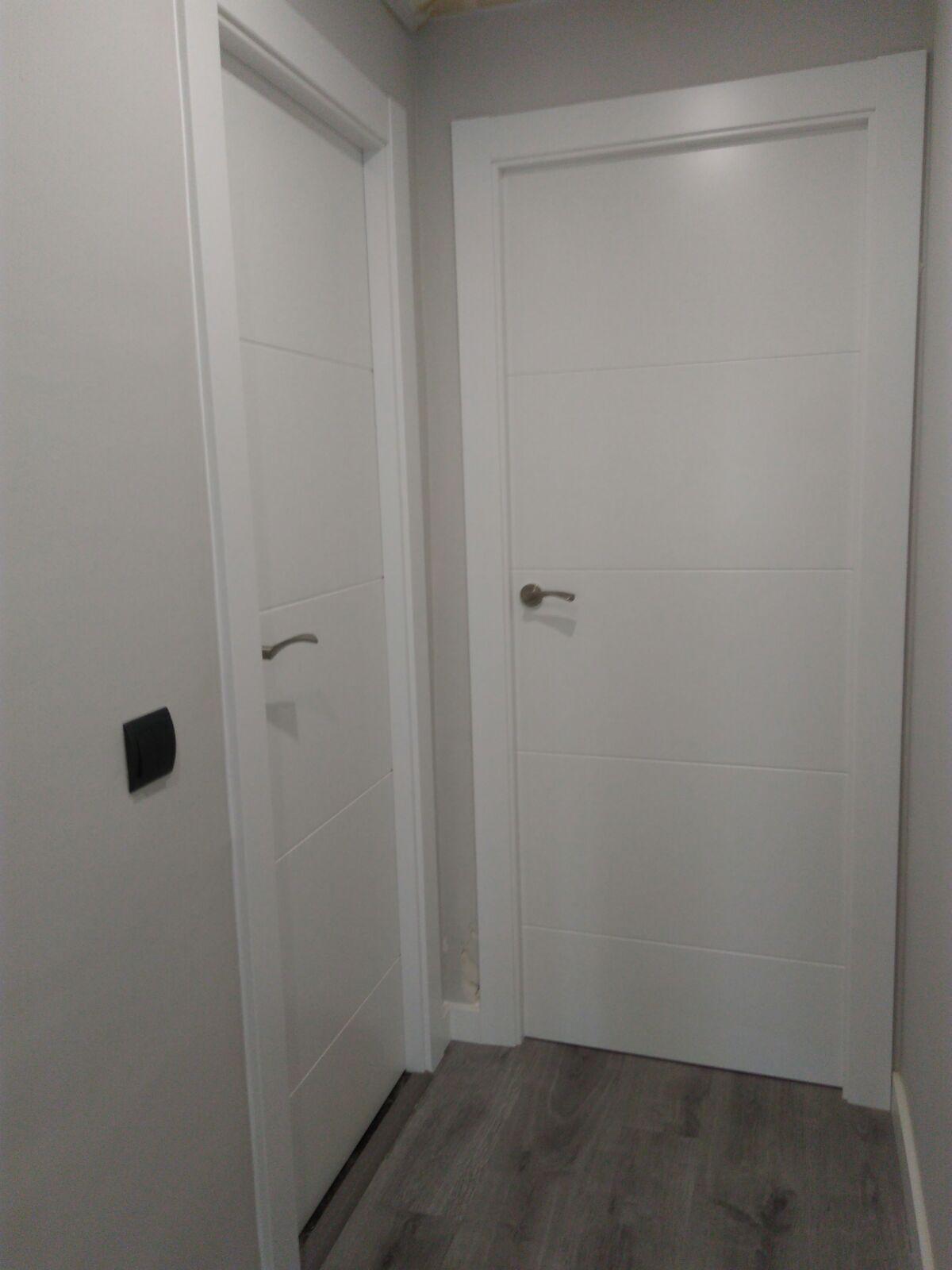 Puertas de madera macizas lacadas blanco mod mapi y - Puertas piso interior ...