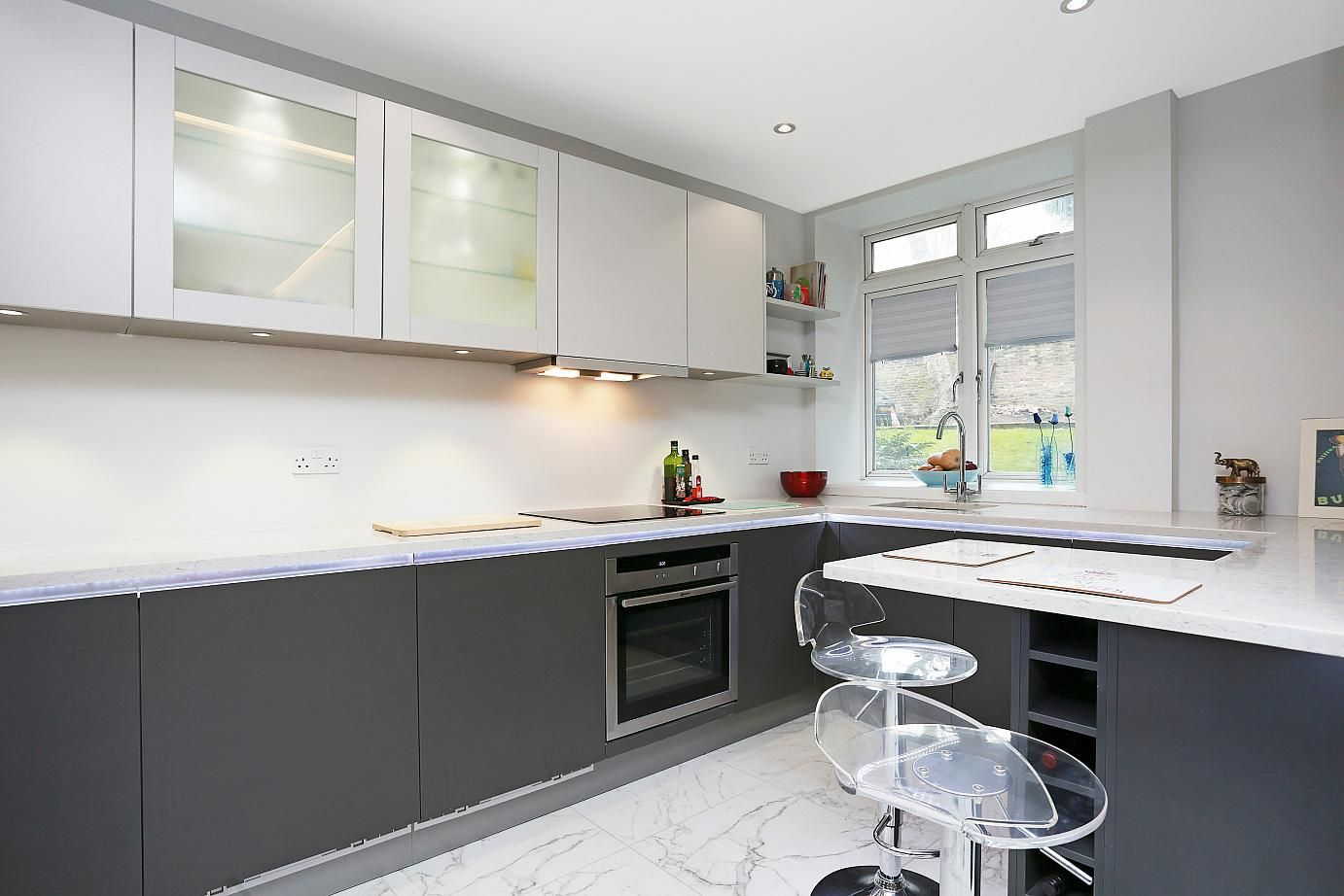 Download Wallpaper How To Accessorize A Grey And White Kitchen