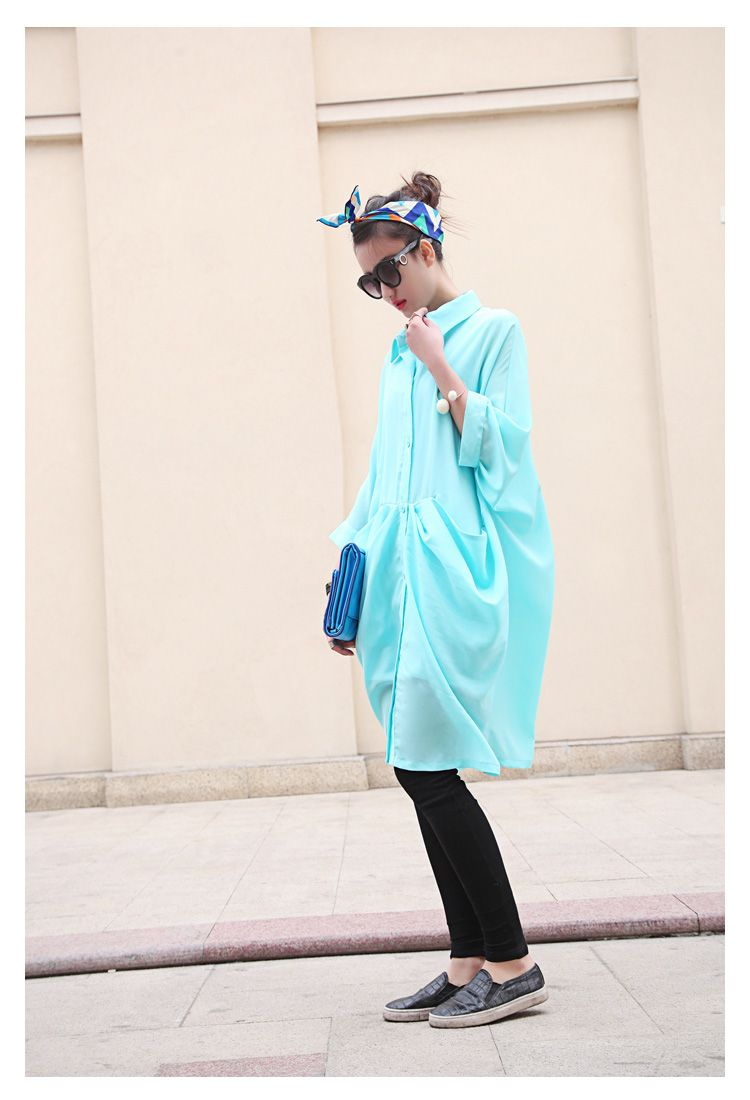 Loose Version Of The Type Of Light Blue Shirt Leggings And Shoes