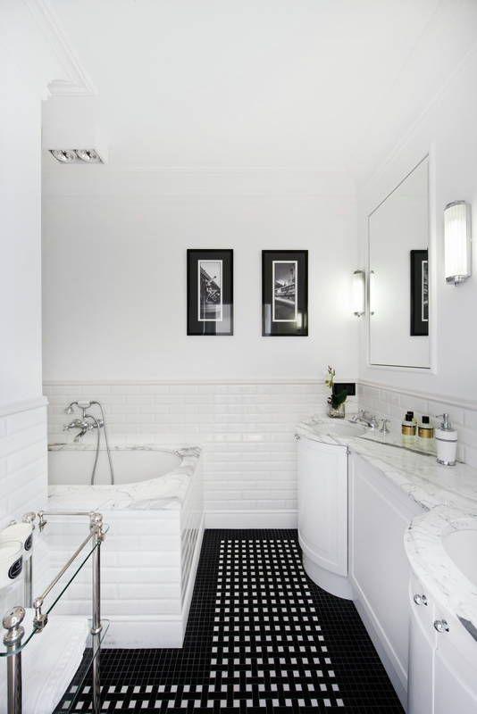 Elegancka Lazienka Z Marmurowym Blatem Lazienka Styl Klasyczny Aranzacja I Wystroj Wnetrz Bathroom Inspiration Swedish Interior Design Toilet Design