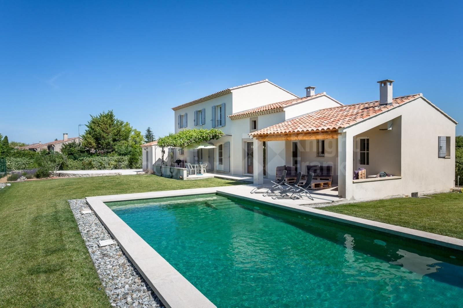 Beautiful Villa With A Swimming Pool For Sale Near L Isle Sur La Sorgue Janssens Immobilier Provence Beautiful Villas Swimming Pools Villa