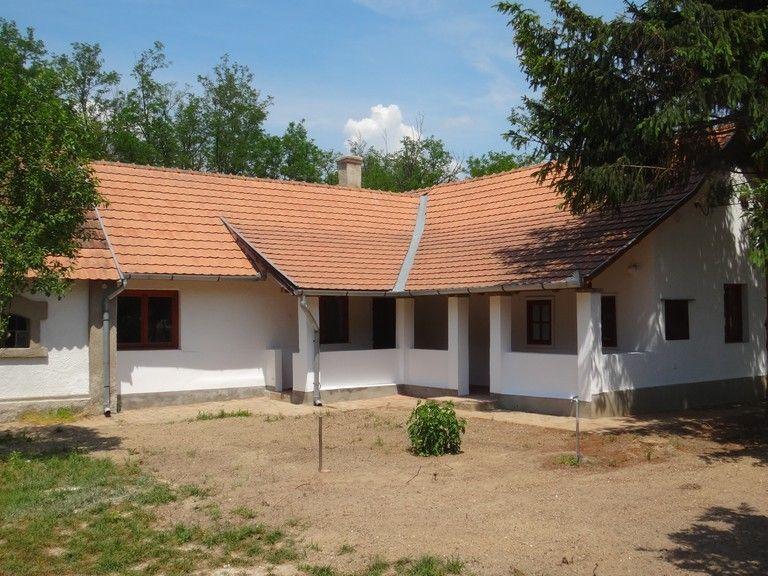 Harnaglábas ház