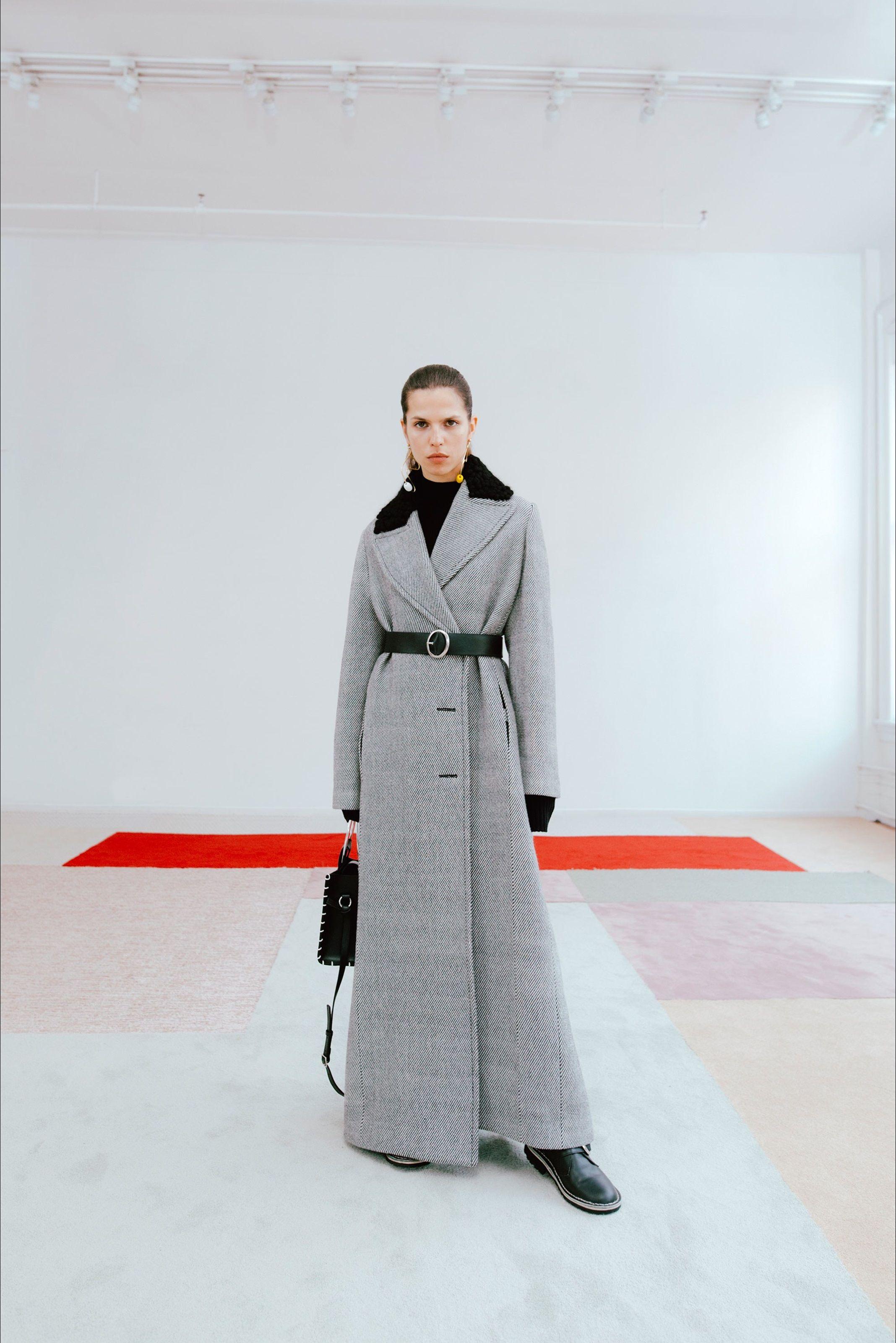 Guarda la sfilata di moda Edun a New York e scopri la collezione di abiti e accessori per la stagione Collezioni Autunno Inverno 2017-18.