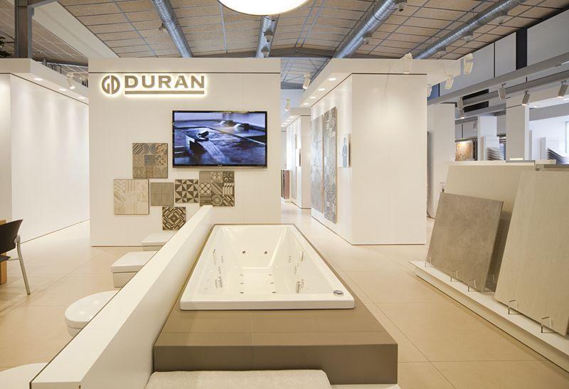 DURAN-Zona entrada Hall exposición bañeras