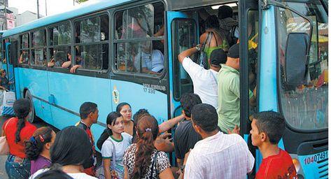 Usuários começam pagar nova tarifa de ônibus neste sábado em Manaus