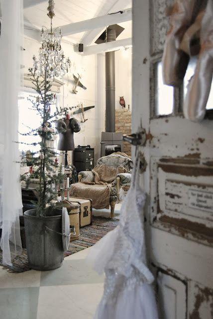 Natale è un esile albero in un secchio di zinco (un pensiero di Sabrine, FRAGOLE A MERENDA)