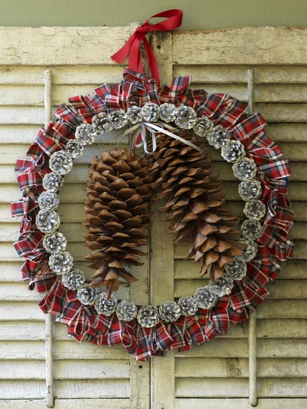 25 holiday wreaths you can make yourself see more beautiful diy 25 holiday wreaths you can make yourself see more beautiful diy chrsitmas wreaths at diychristmasdecorations solutioingenieria Gallery