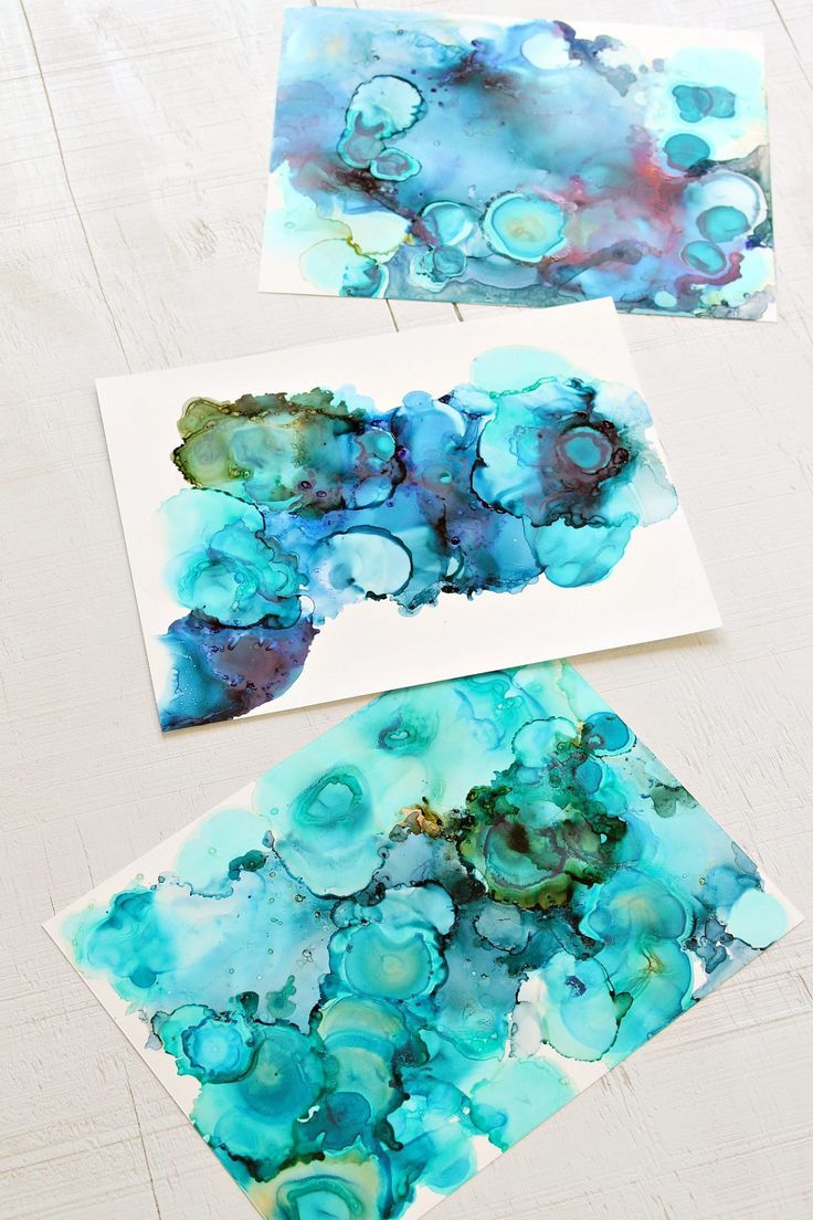 How to Make Alcohol Ink Art, with this Alcohol Inks Tutorial. DIY Alcohol Ink Art Tutorial with Step-by-Step Photos and Craft Supply List #diyart #alcoholink #art #marbled