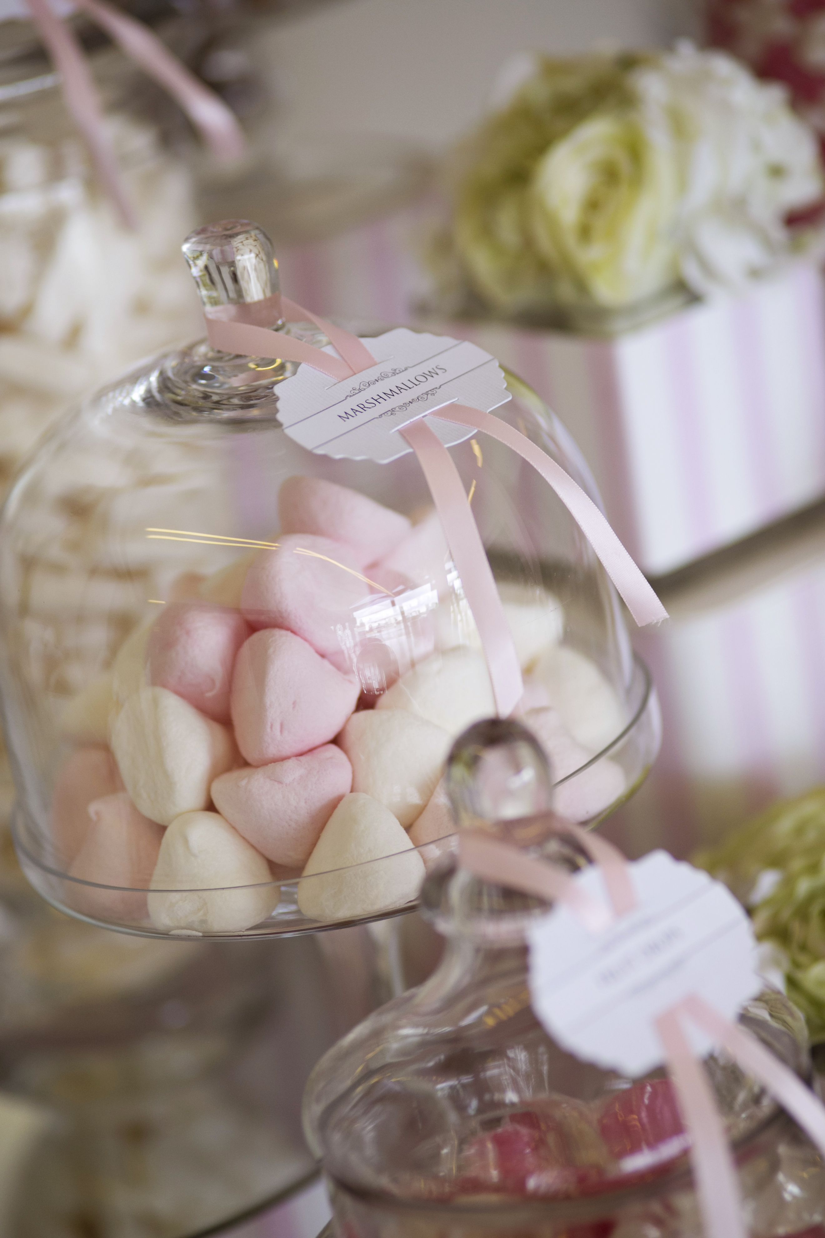 Marshmallow wedding dessert table | itakeyou.co.uk