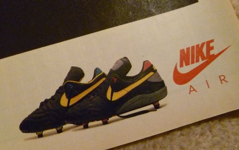 nike air soccer shoes old nike tennis shoes