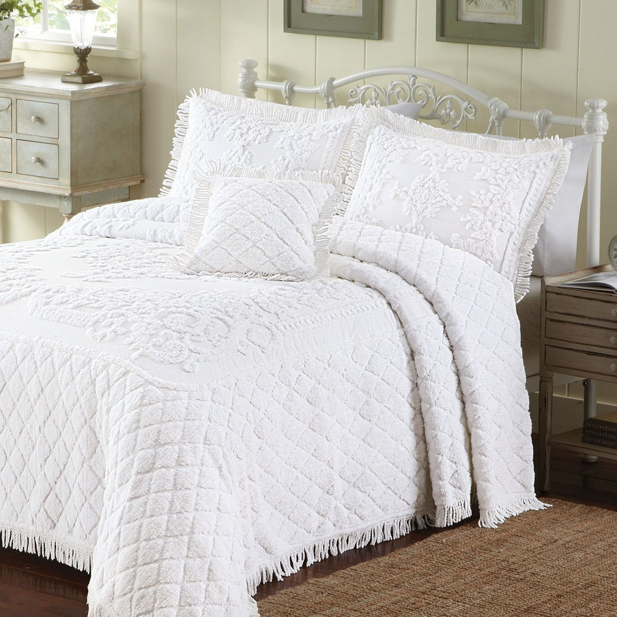 King Size White Cotton Chenille Bedspread in Retro Vintage Style