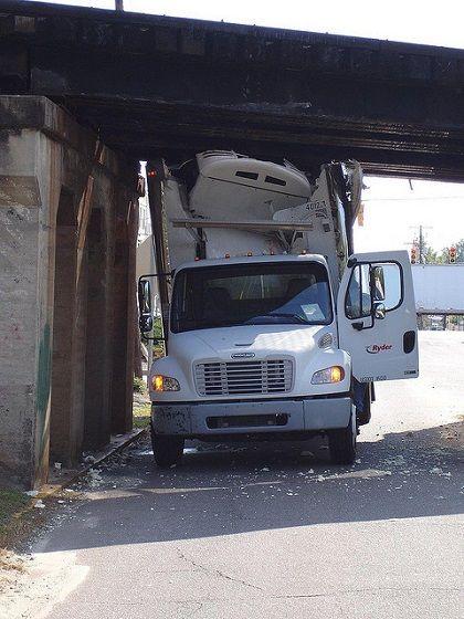 Ryder Truck Crash With Images Semi Trucks Trucks Accident