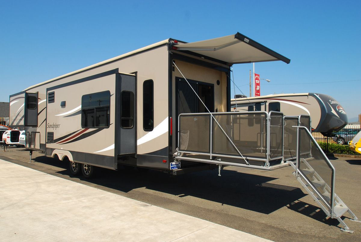 Check out this 2014 sandpiper fifth wheel with a full rear for Rv decks
