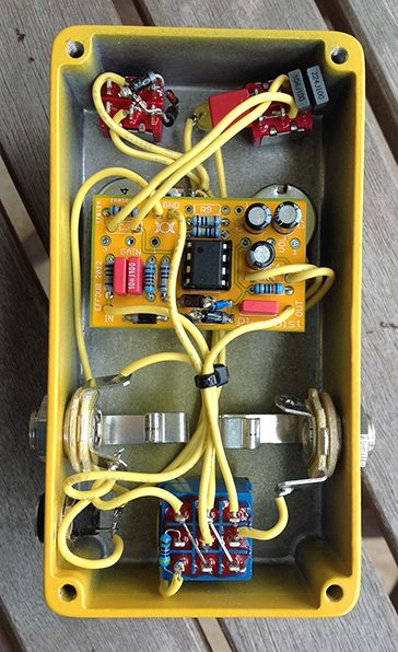 inside a diy distortion with w mpler mods diy guitar pedal builds in 2019 diy guitar pedal. Black Bedroom Furniture Sets. Home Design Ideas