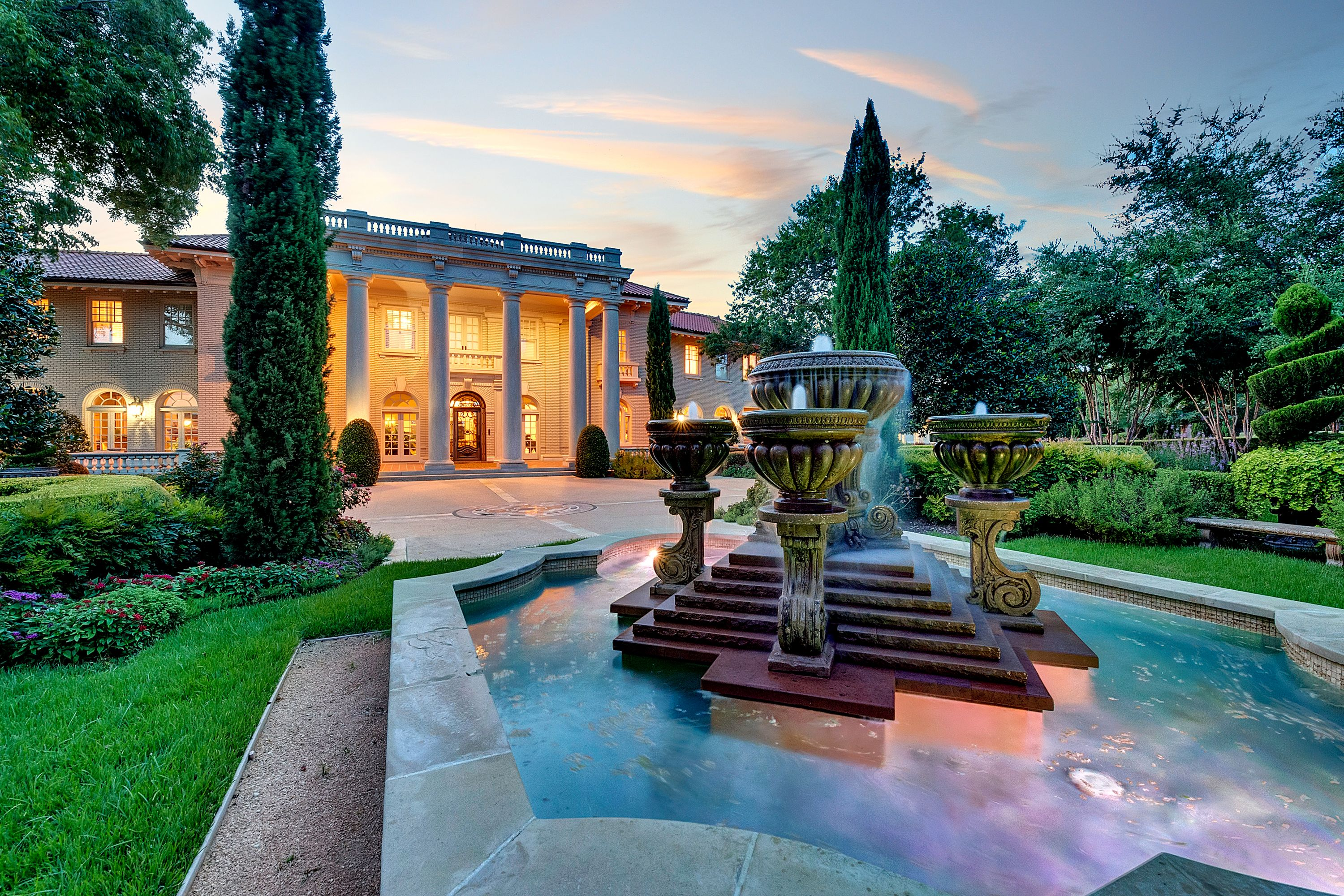 Beautiful Fountain At Sunset At This Historic Texas Estate Built