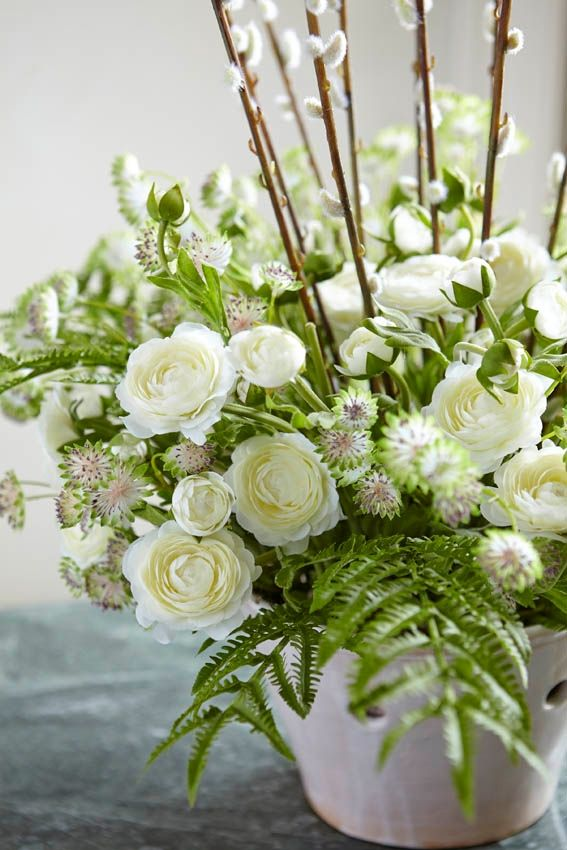Create your own gorgeous arrangements, perfectly suited to your occasion, with our single stems. This bountiful bouquet comprises 12 each of fern spray, astrantia, ranunculus stem and pussy willow stem.