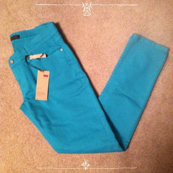 NWT Ultra Low Rise Teal/Blue Skinny Levi's These teal skinny pants are just perfect for any season! They are brand new Levi's and have never been worn. They have some stylish distressing towards the knee of the pants. They are a size 11. Levi's Pants