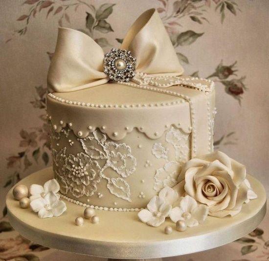 casa decorada bridal shower or wedding cake very vintage