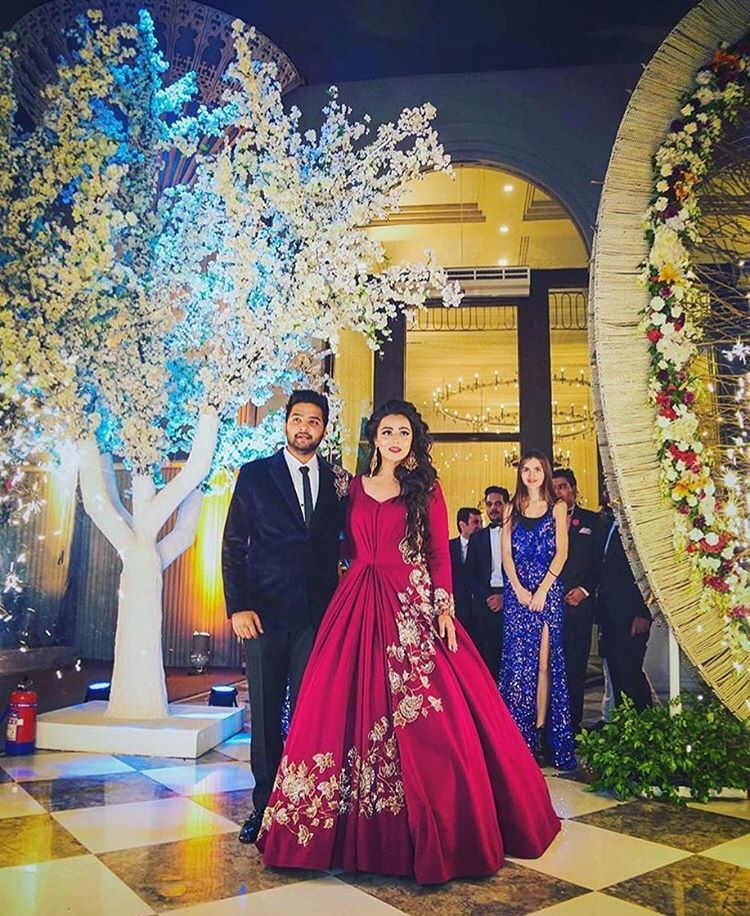 Gorgeous Maroon Reception Outfit Trendingbridalwear Lehengainspirations Gowns Receptionoutfits I Indian Wedding Gowns Engagement Gowns Reception Gown