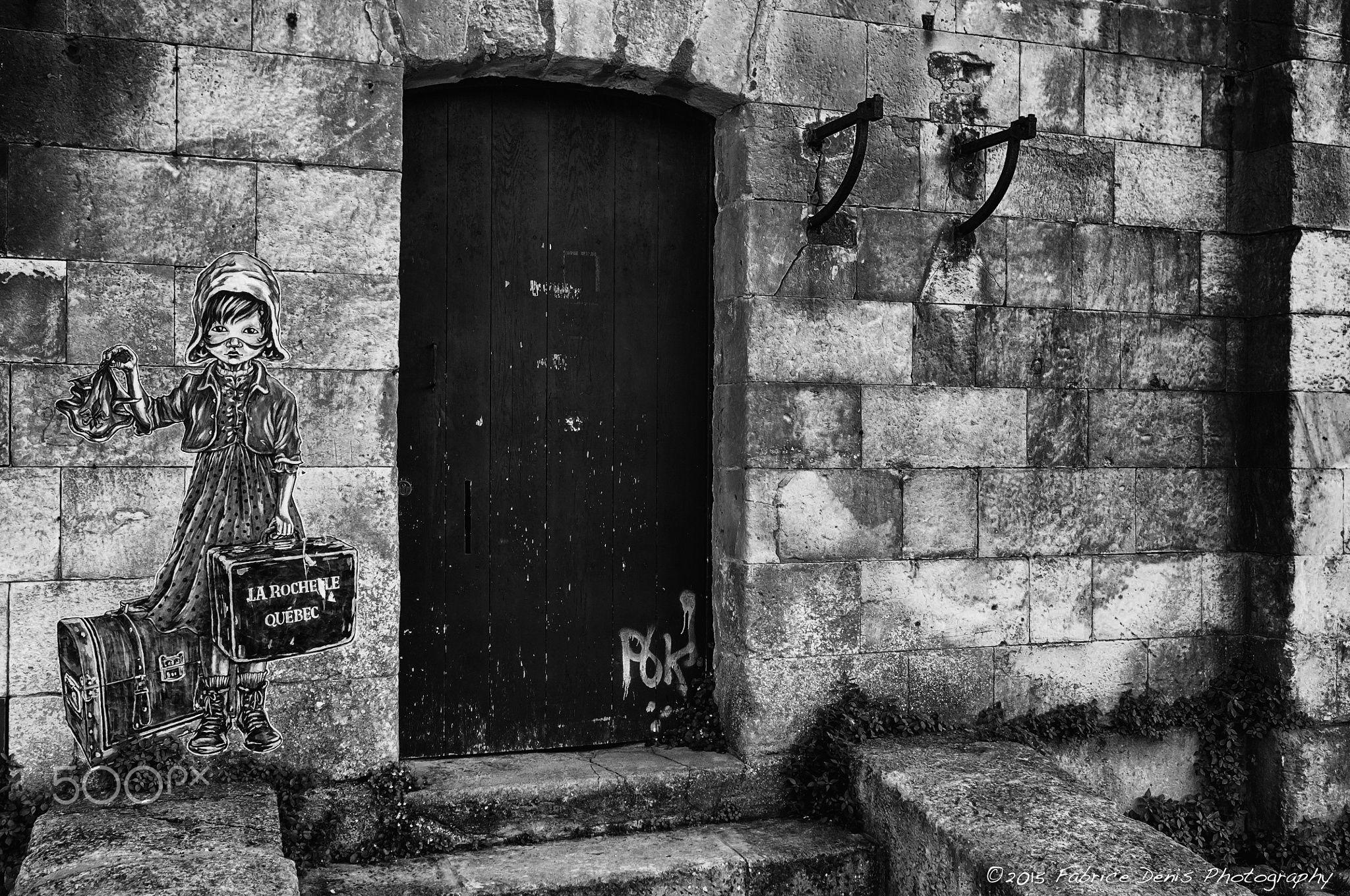 La Rochelle-Quebec Louise Fille du Roy » (en référence aux orphelines et jeunes femmes de condition modeste qui peuplèrent les colonies), la mascotte créée par l'artiste Grossesouris.