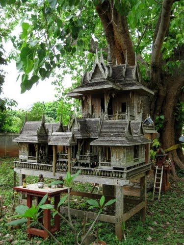 Old teak spirit house spirit or landlord houses san for Thai classic house
