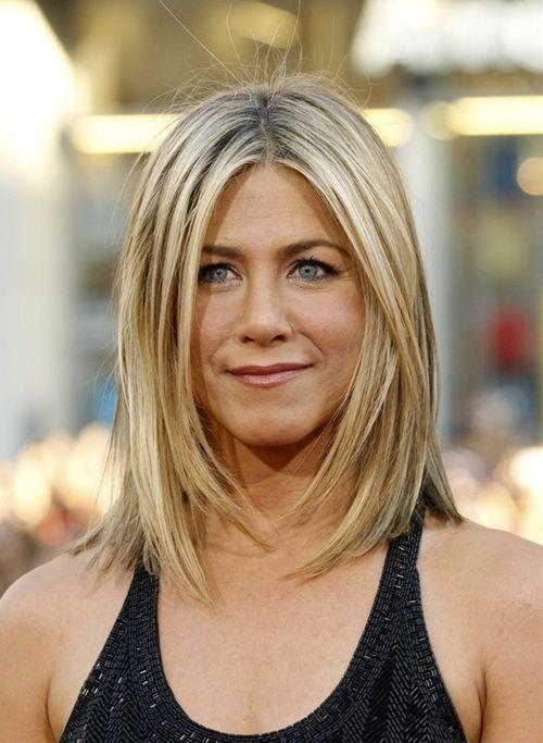 Jennifer Aniston Shoulder Length Hair Movement Highlightes Sleek With Texture Layers Around The Face Eas Jennifer Aniston Hair Mom Hairstyles Thick Hair Styles