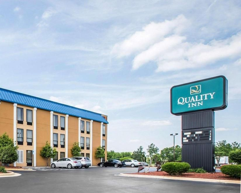 Quality Inn Suites A 2 5 Star Hotel 101 Plaza Parkway