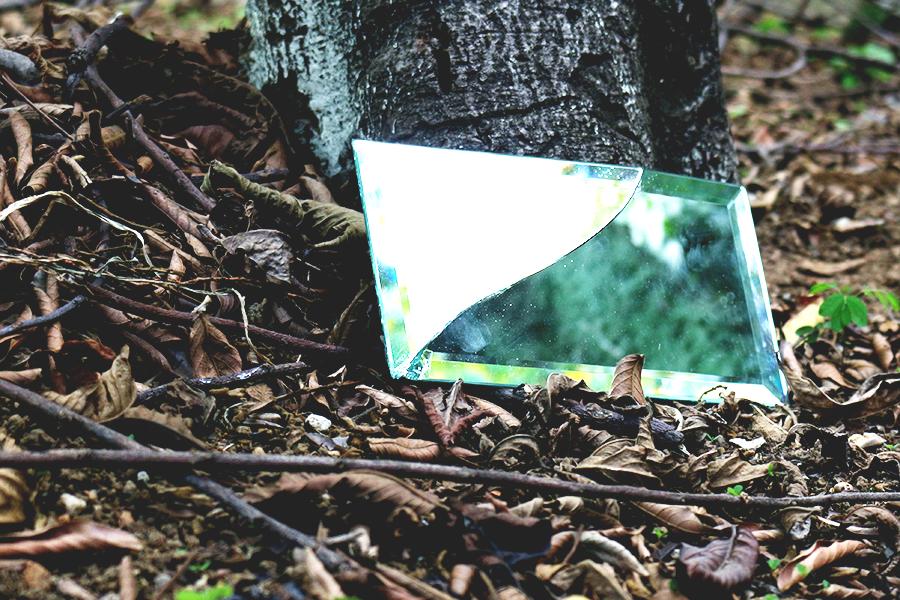 Origem do Mito: Quebrar Espelho dá Azar http://petitandy.com