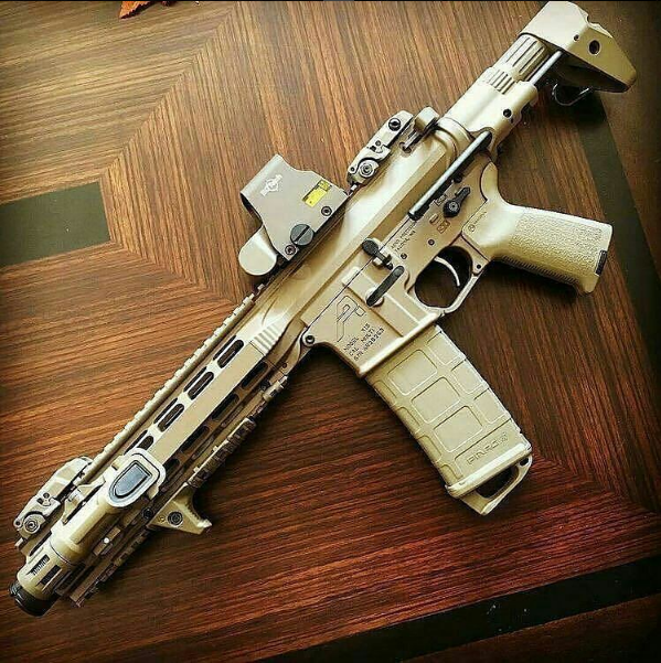 #Repost @ar15nerd ・・・ Very nice short barrel AR-15 featuring parts from @eotech @magpul@aero_precision