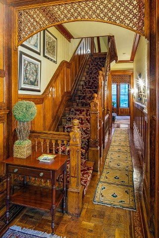 Victorian home interior stairway and hall i love gingerbread that 39 s the detail over the - Gothic einrichtungsideen ...