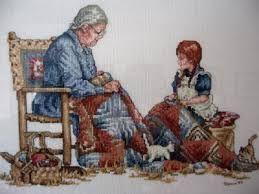 sandalyede oturan yaşlı kadın ile ilgili görsel sonucu