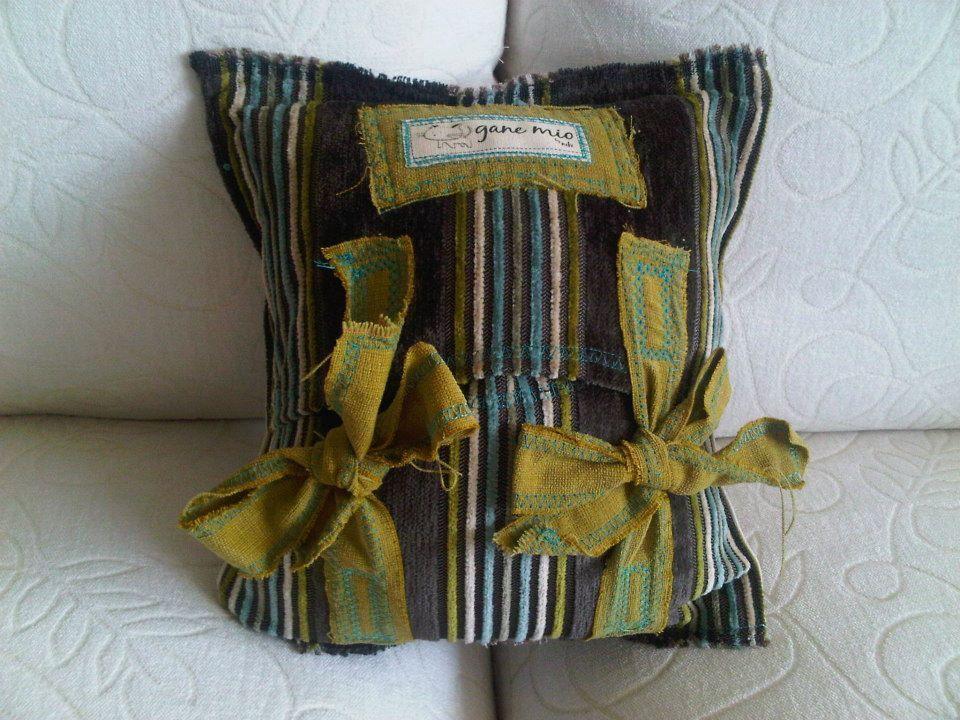 Gane Mio #HandMade #Pillows #Home #Decor #Interior #Design #VivirBonito Visíta nuestra página www.juliana.mx