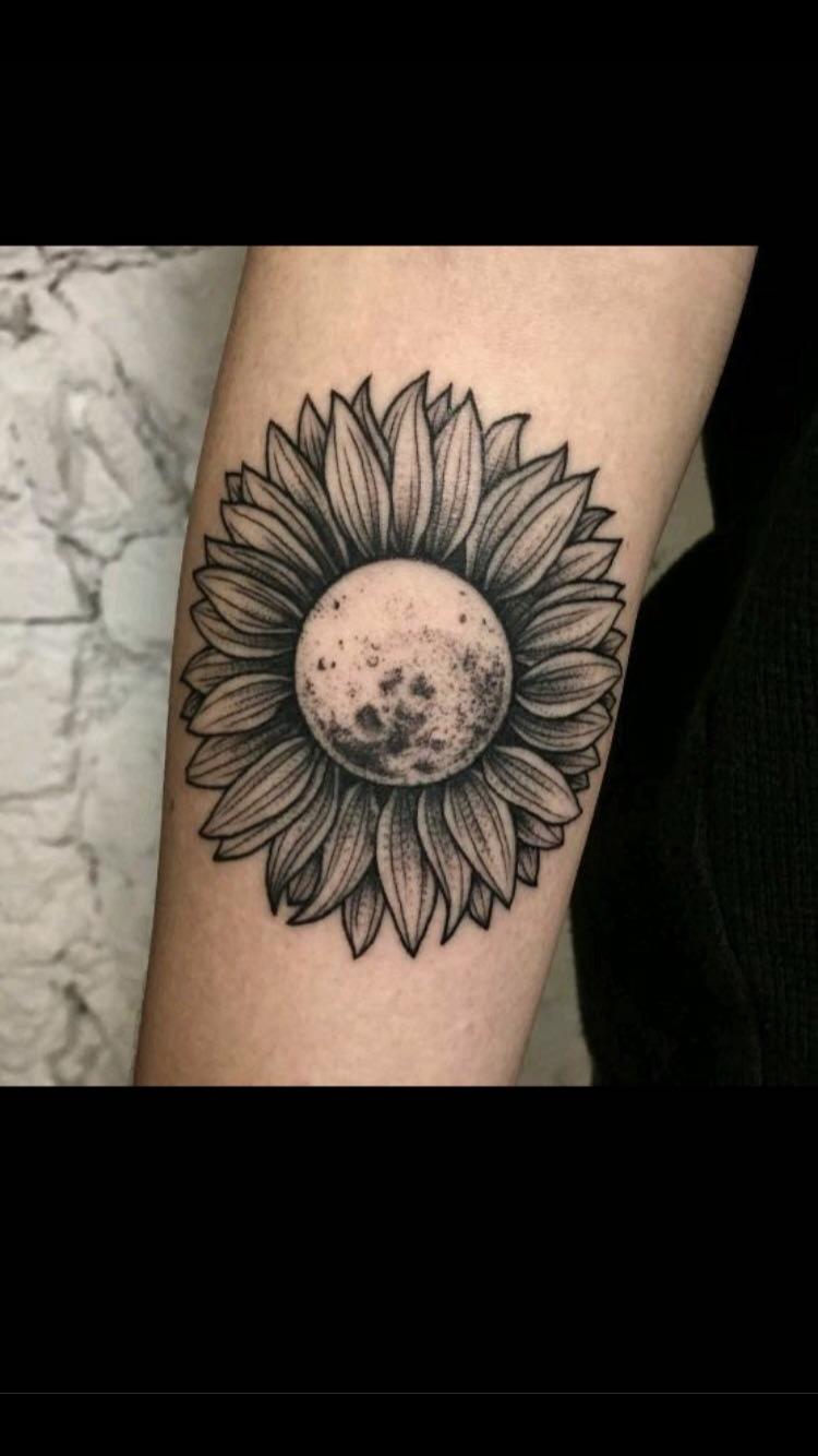 Wow tattoo/ amazing/ tumblr/ moon Tätowierungen