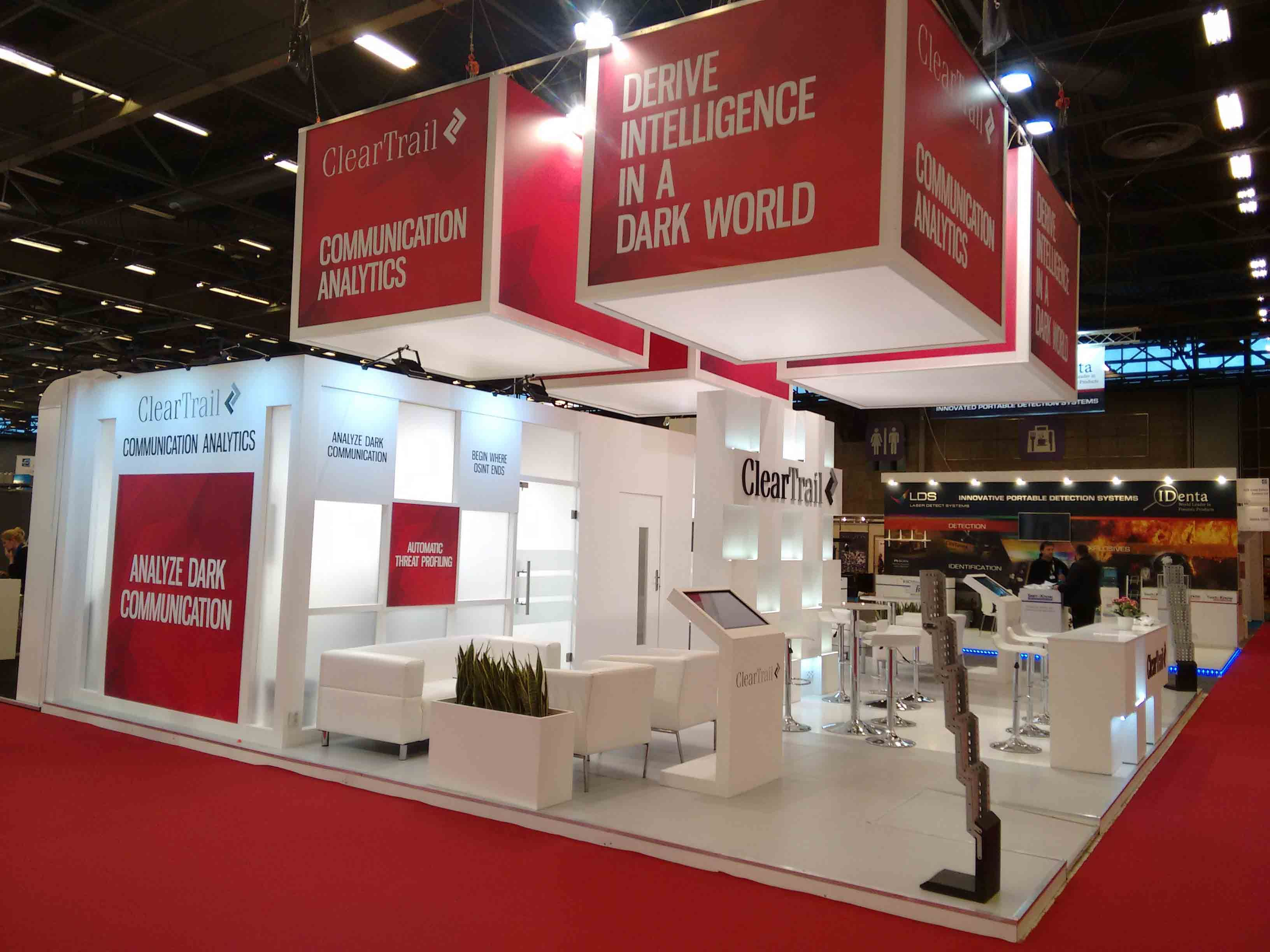 Exhibition Stand Builders France : The bespoke trade show stand designed for clear trail