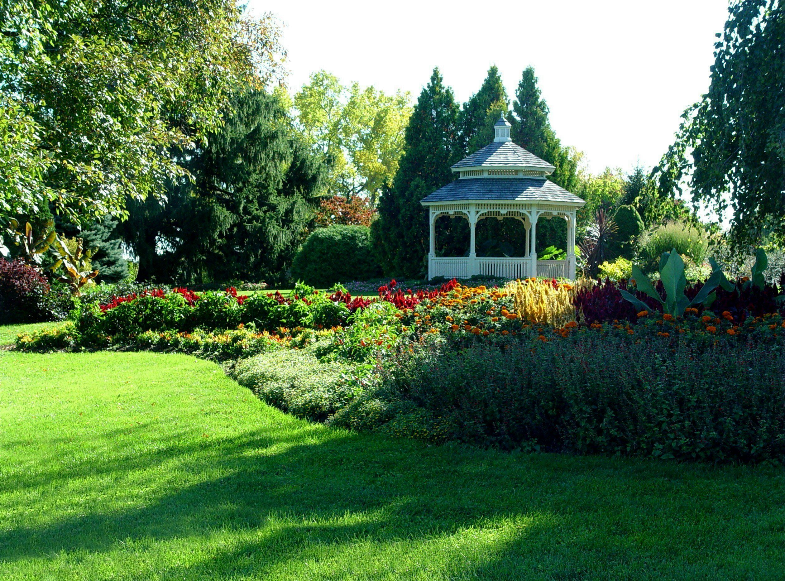 Hidden lake gardens it is a 755 acre botanical garden arboretum owned by michigan