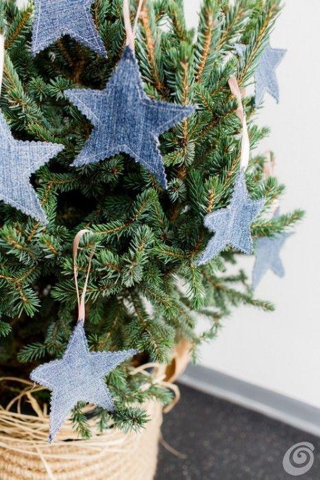 Addobbi Natalizi Jeans.Idee Fai Da Te Gli Addobbi Natalizi Con Il Jeans Di Recupero Natale Artigianato Idee Natale Fai Da Te Idee Di Natale