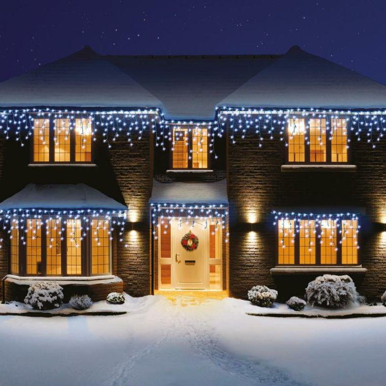 Decora La Fachada De Tu Casa Con Luces Estas Navidades Http Icono Interiorismo Blogspot Luces De Navidad Exteriores Luces Navidad Decoracion Luces De Navidad