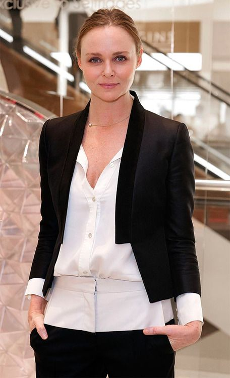 Stella Mccartney One Of The Most Influential Designers Of The 2000s British Fashion Designer Best Known For H Stella Mccartney Style Fashion Stella Mccartney