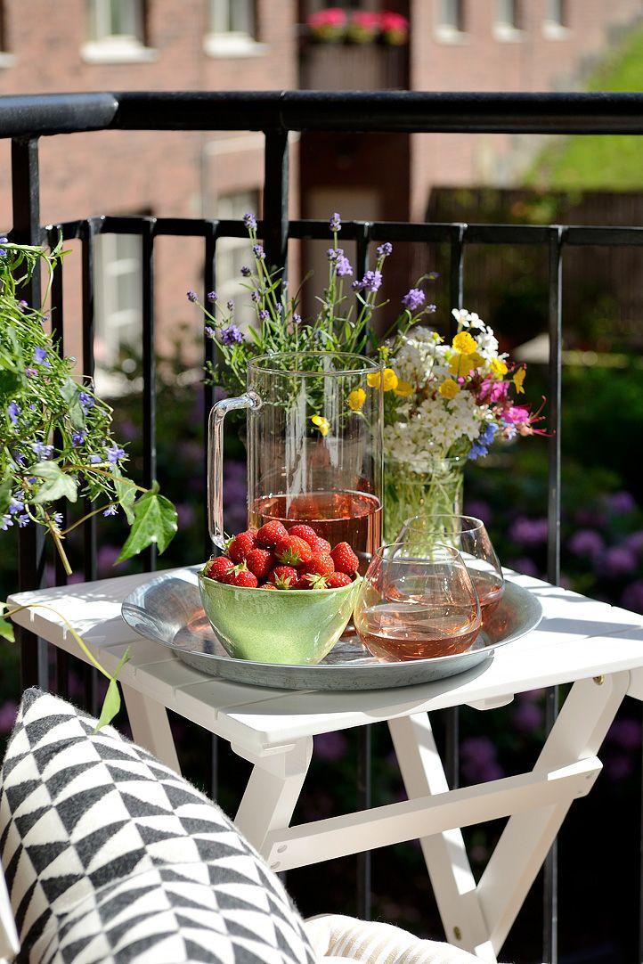 Una Pequeña Terraza Para Disfrutar Y Con Bajo