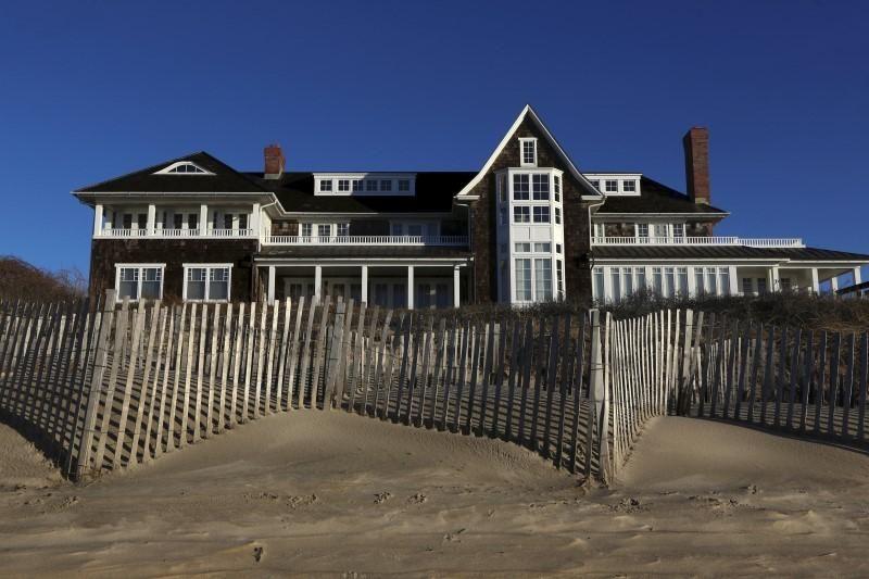 Luxury home sales plunge in long islands tony hamptons