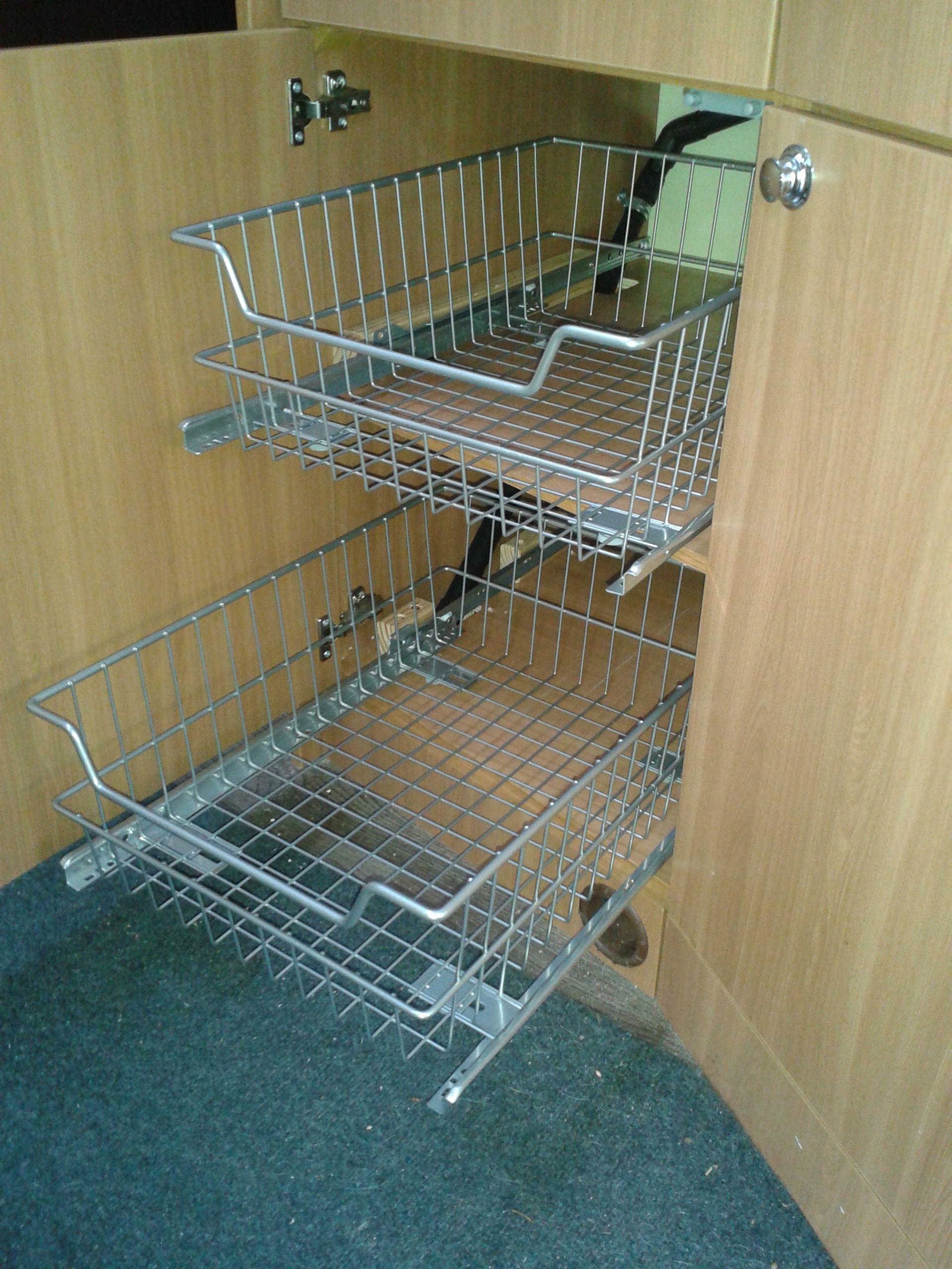 Kleinstküchen gut genutzt! Breitenverstellbare Schrankauszüge gibt's nur bei: www.stauraum-shop.de #wohnwagen