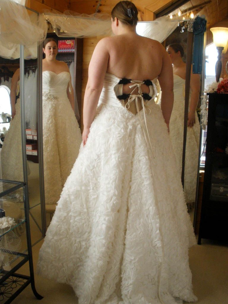 The ultimate guide to plus-size wedding dress shopping | Wedding ...