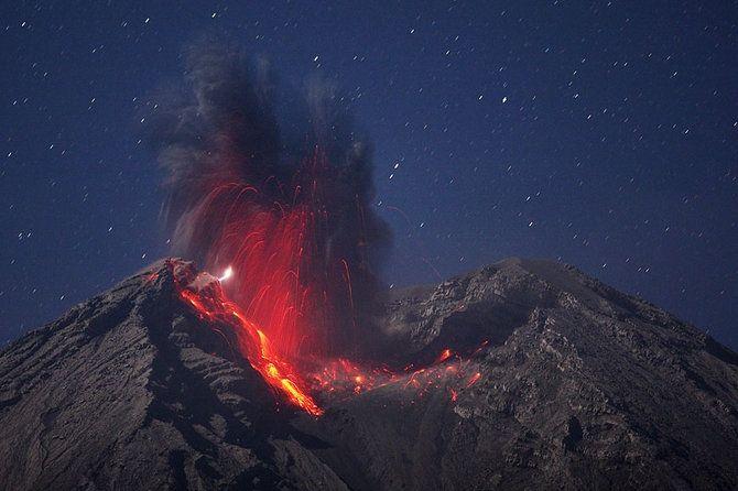 Мартин Ритц в поисках одного из самых красивых явлений природы - извержения вулкана.