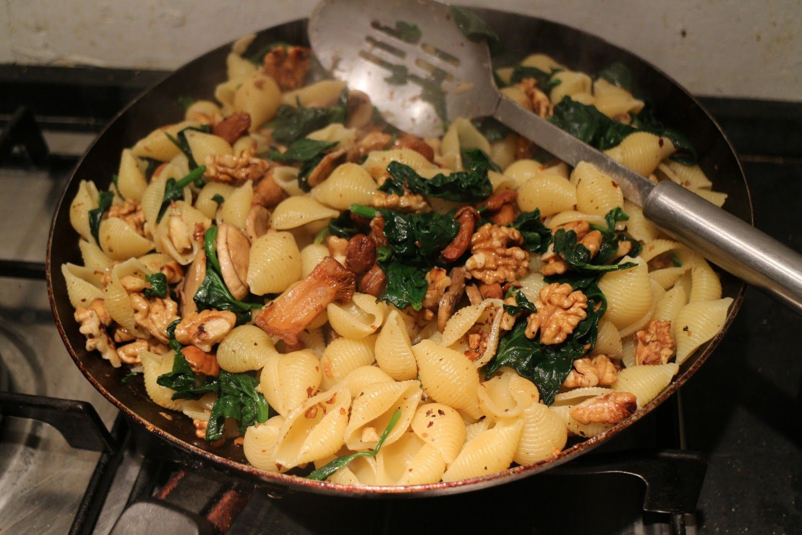 Living in Sin: Nice - Home Cooking - Meatless Monday - Pasta with Spinach, Mushrooms & Walnuts