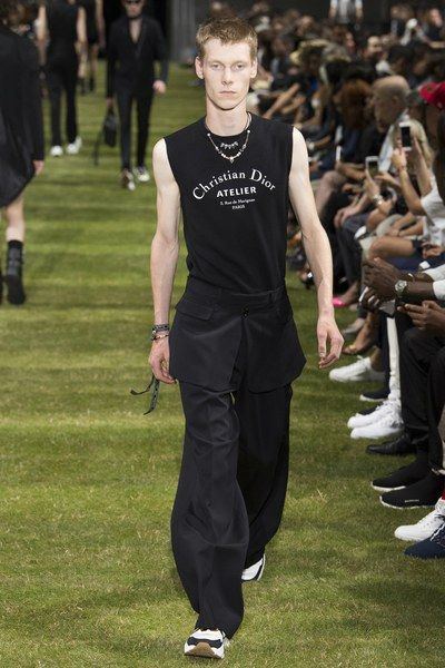 See the complete Dior Homme Spring 2018 Menswear collection.