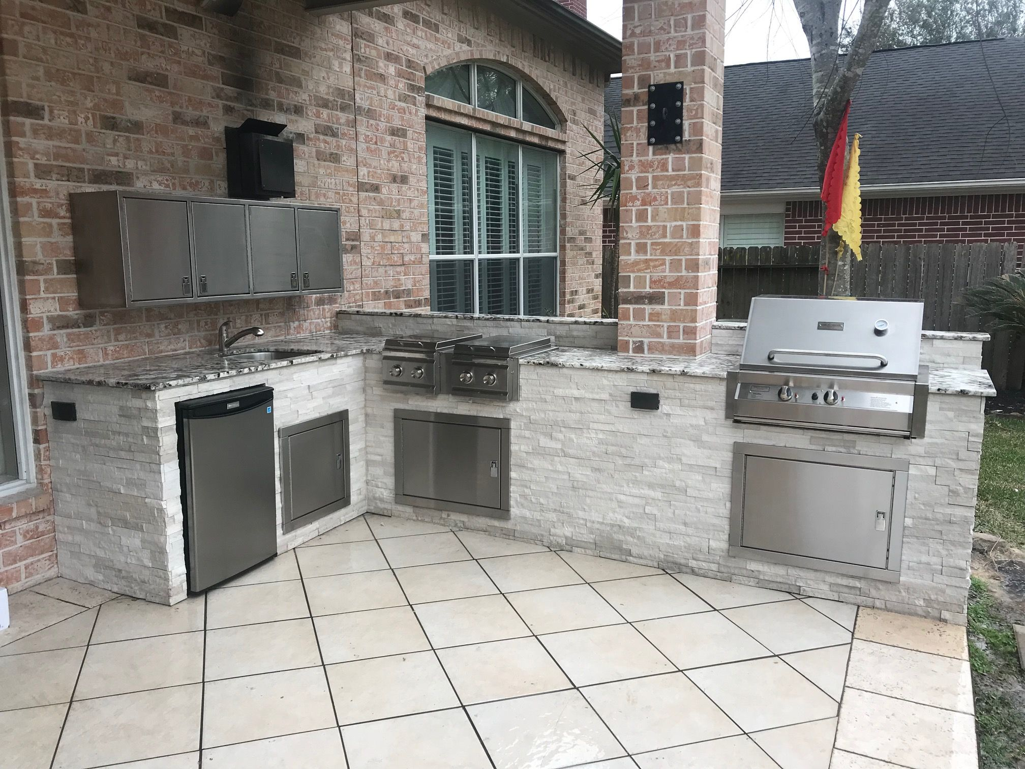 Custom Outdoor Kitchen Stone And Granite Used Custom Handmade Grills And Stainless Steel Storage Used As Wel Barbecue Pit Outdoor Kitchen Beautiful Kitchens