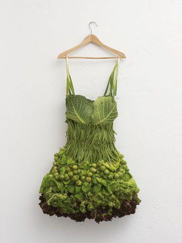 art... food art... green dress... Sarah Illenberger, Salat Kleid ...